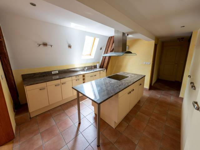 Appartement, 100 m² BESAN…