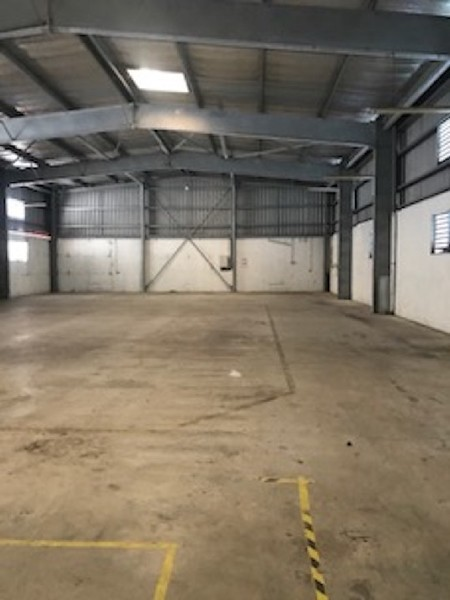 Divers, 1 058 m² LOCAL…