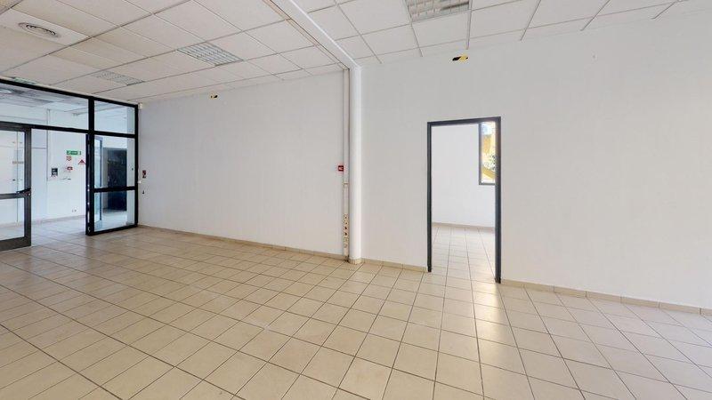 Divers, 1 370 m² Cet i…