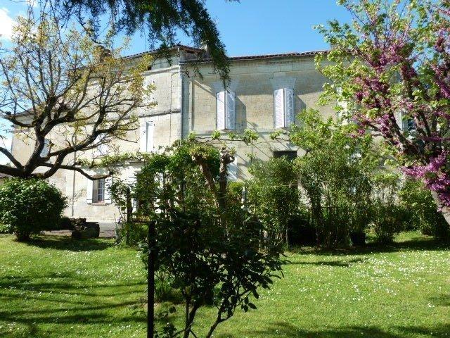 Maison, 331 m² Situé…